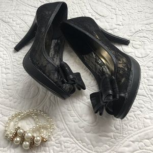 LACE HEELS WITH RIBBON